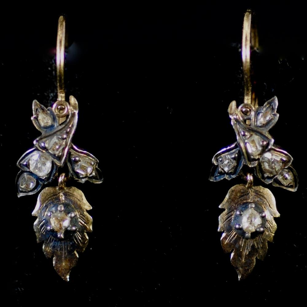 Florale oorhangers met diamant