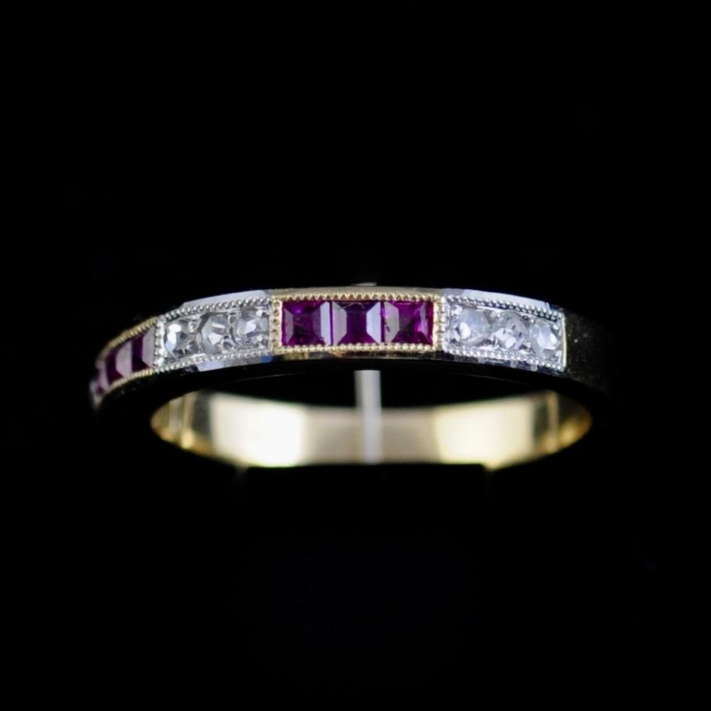 Robijn en diamanten halve eturnety ring