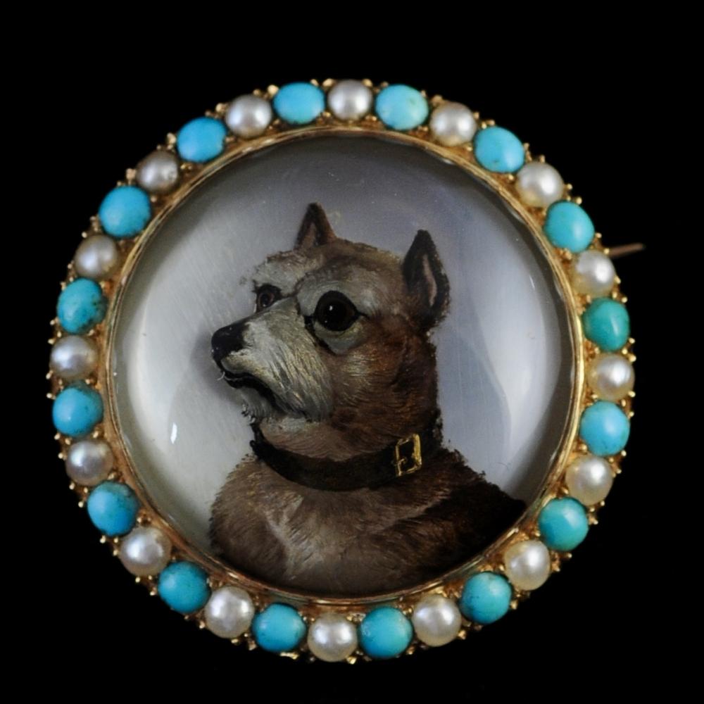 Grote bergkristallen broche met terrier (Essex crystal)