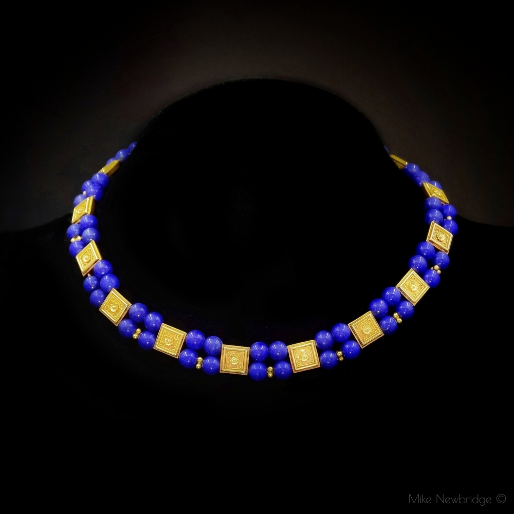 Neoetruskisch collier van goud en Lapis lazuli