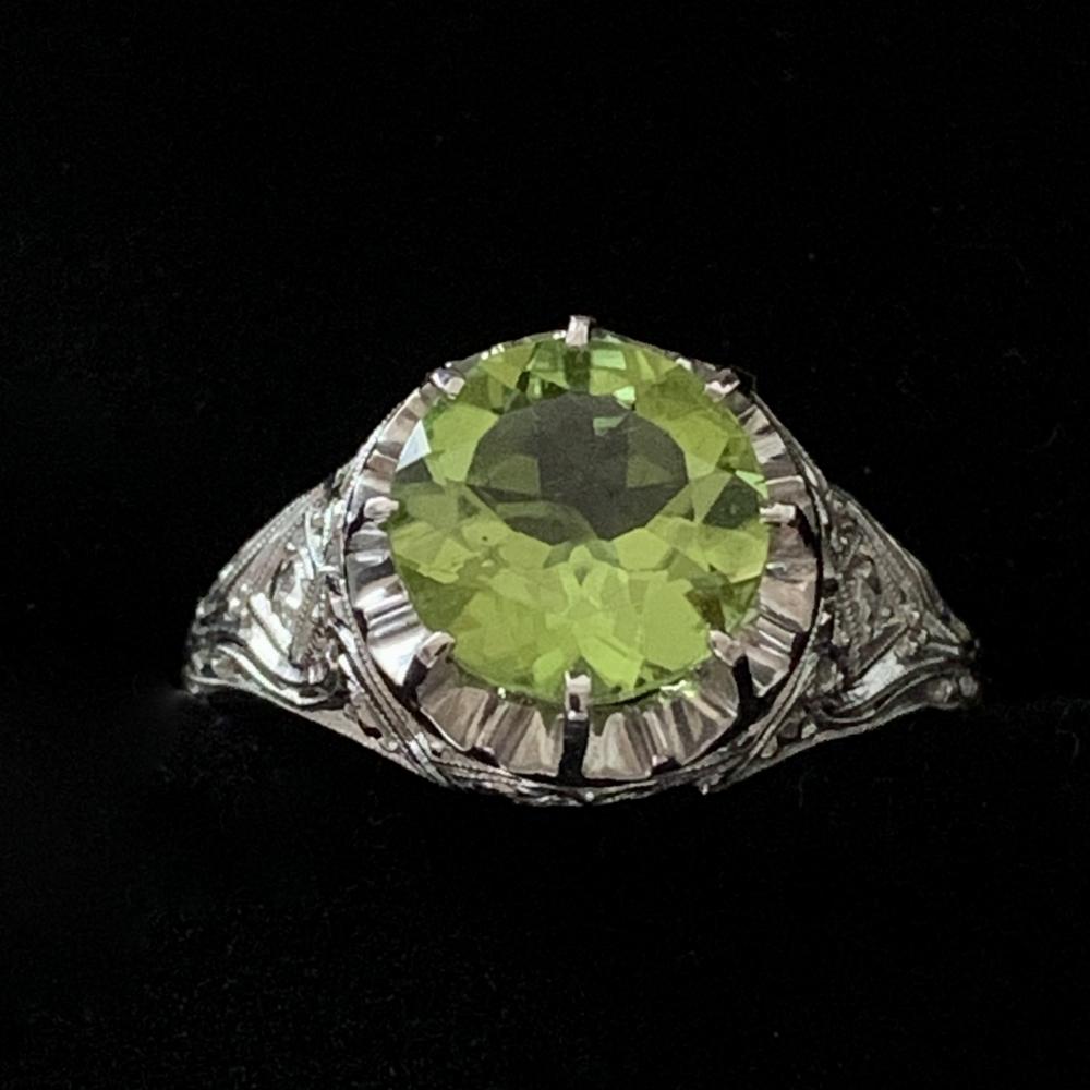 Ring met peridoot en diamanten