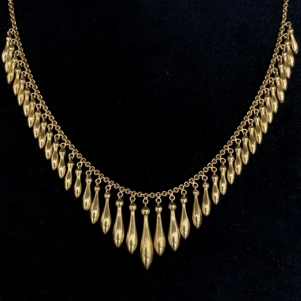 Collier met gouden pegelvormige aanhangsels