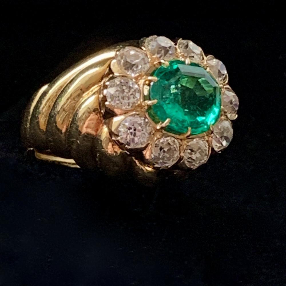 Bombé ring met smaragd