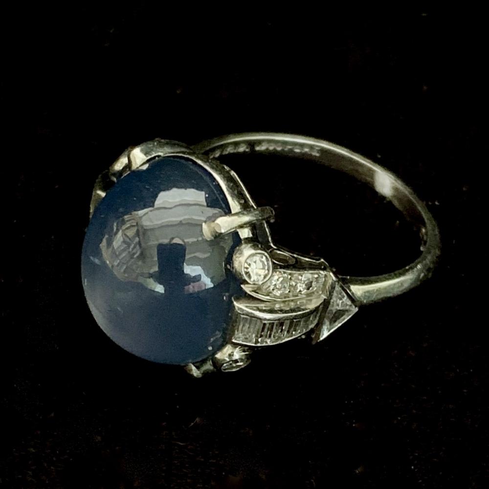 Ring met ronde stersaffier