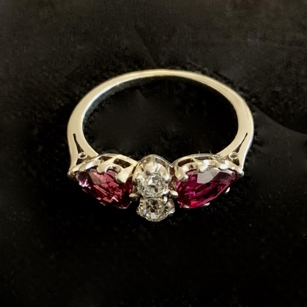 Robijn en diamanten verlovingsring