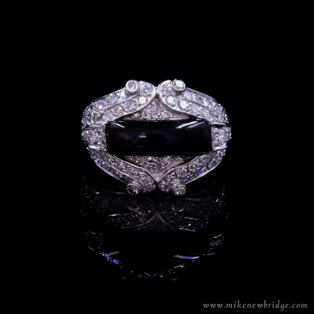 Platina, onyx en diamanten ring