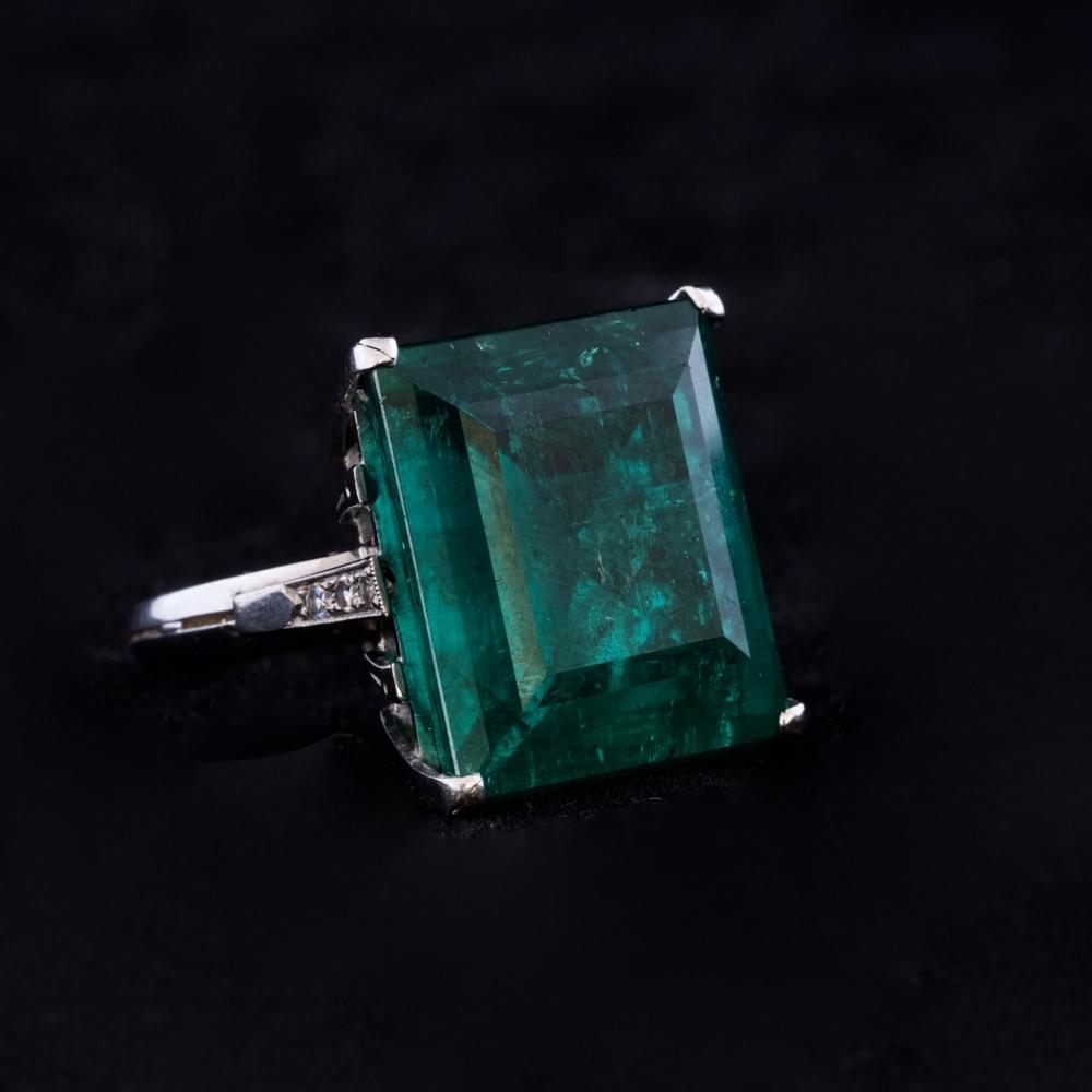 Ring met smaragd