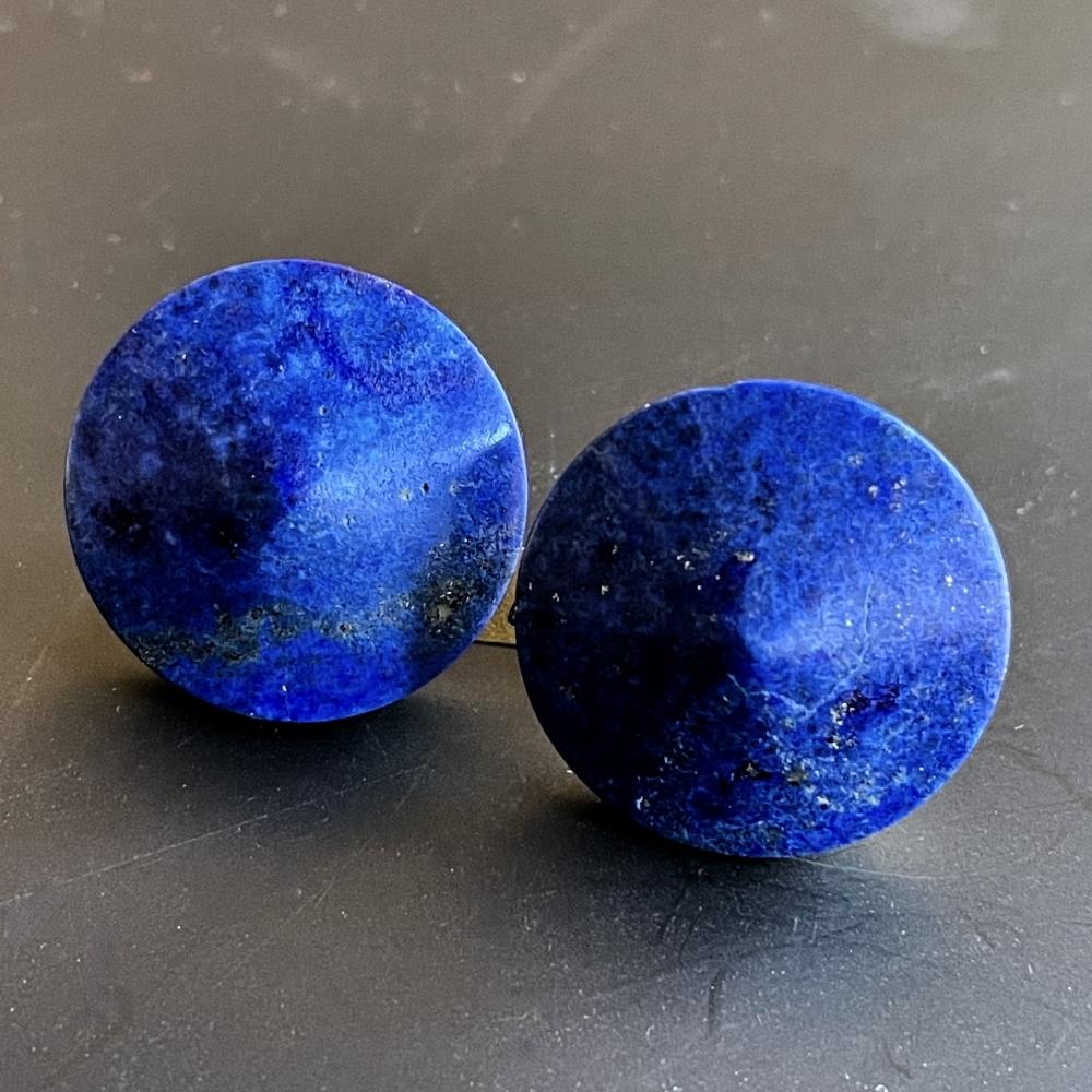 Oorknoppen in goud met Lapis Lazuli