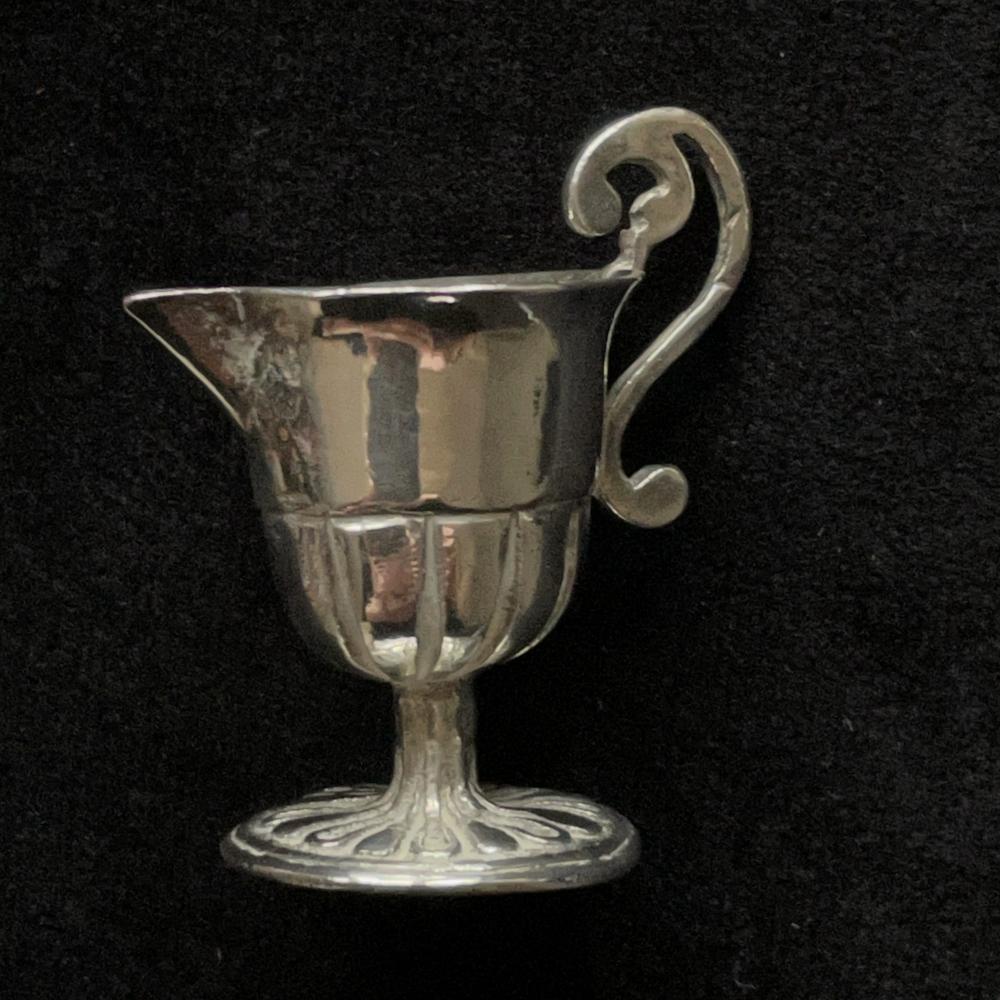 Miniatuur zilveren waterkan