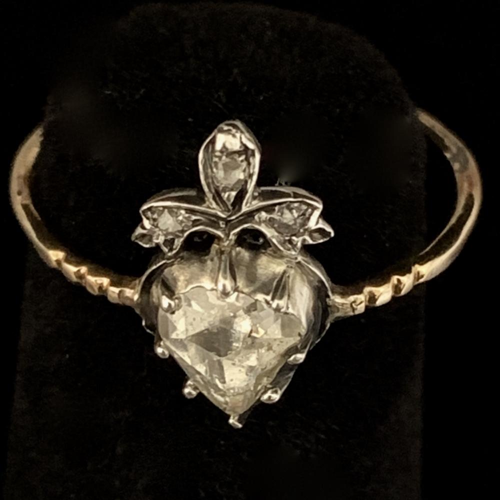 Antieke hartvormige ring