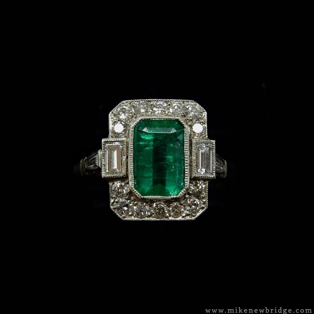 Art Deco ring met smaragd