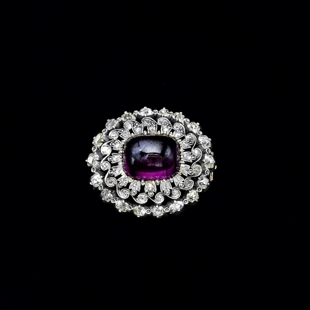 Antique brooch with Almandin and diamond