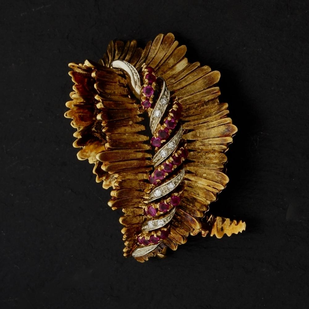 Gouden broche met diamant en robijn