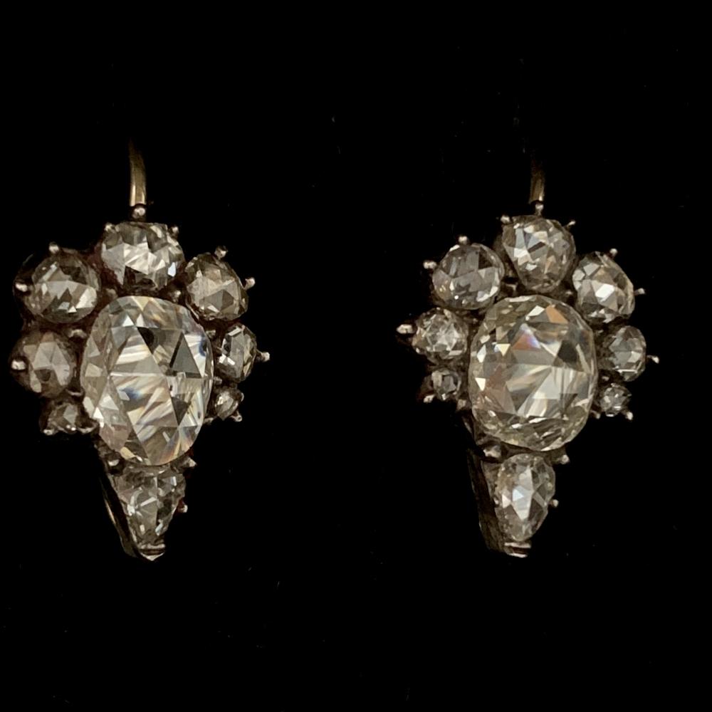 Roosdiamanten oorhangers