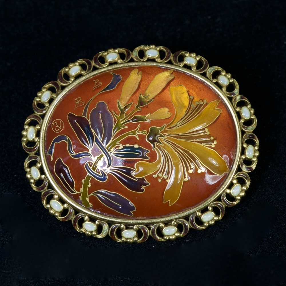 Art Nouveau broche met kamperfoelie