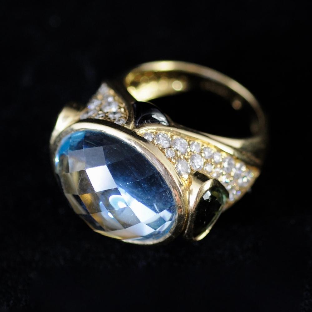 Ring met blauwe topaas