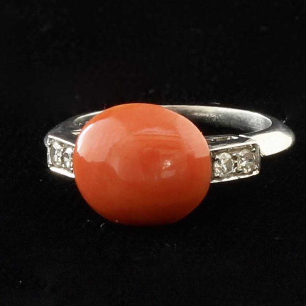 Koraal en diamanten ring