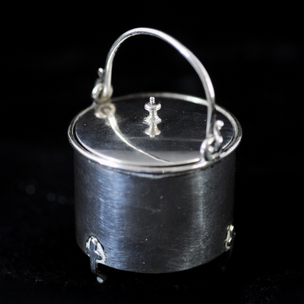 Miniature silver Hang-pan with cover