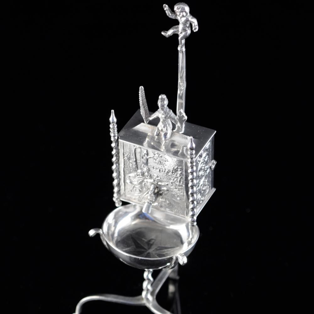 Miniatuurzilveren wandfontein