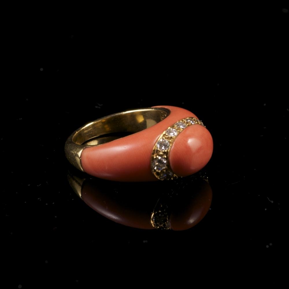Koraal en diamanten ring VCA