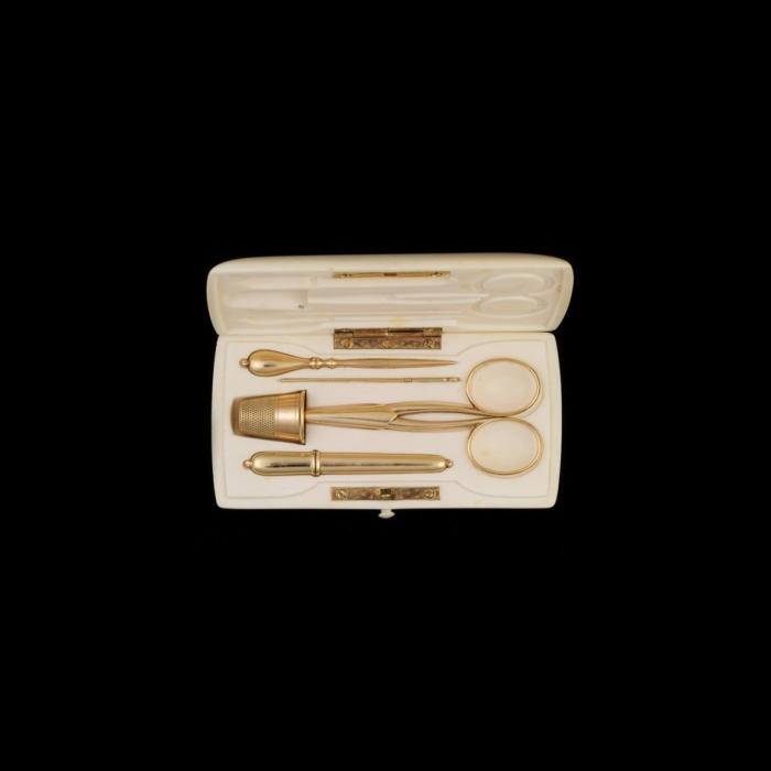 antiek gouden naaigarnituur