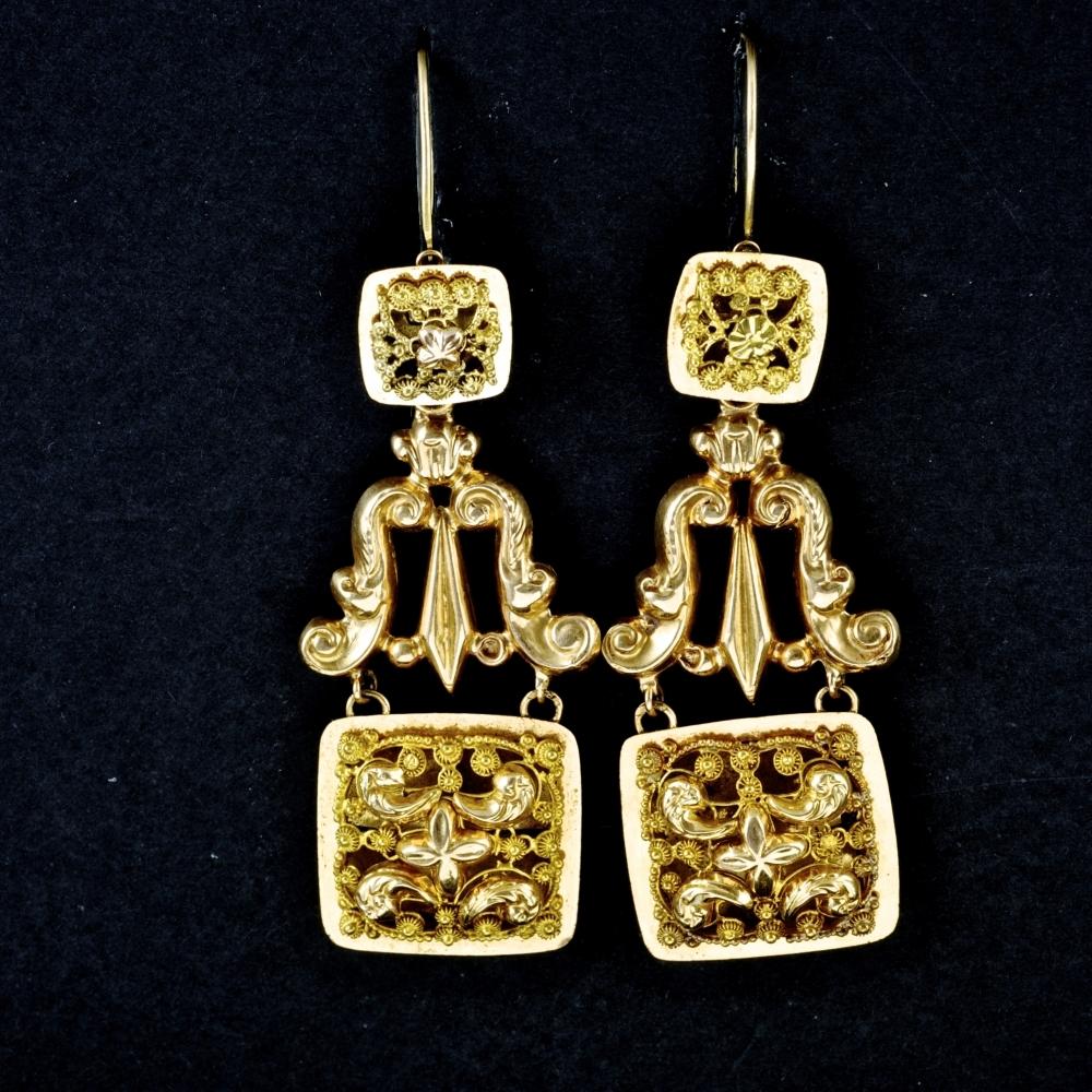 Antieke oorhangers, zgn. vierkante bellen
