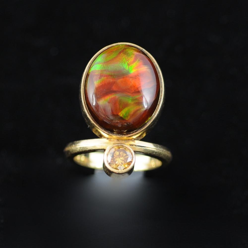 Ring met opaal en briljant