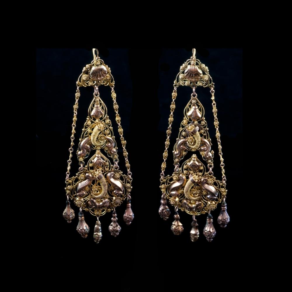 Antieke oorbellen, hoorn des overvloeds