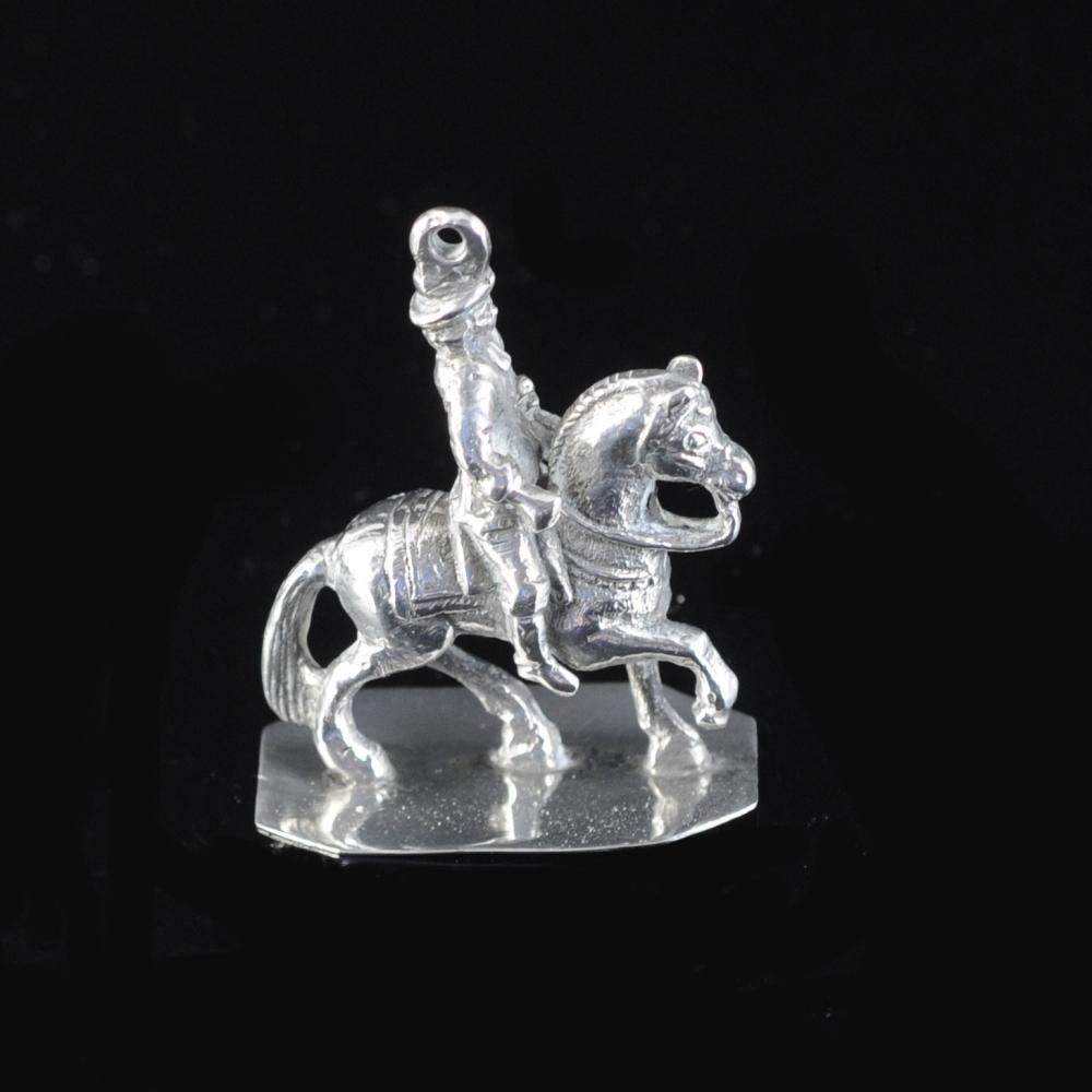 Miniatuurzilveren ruiter te paard