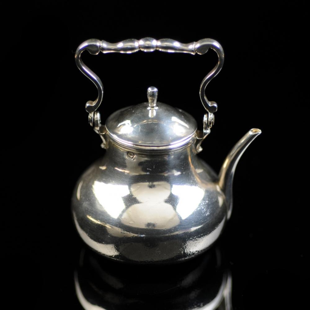 Miniatuur zilveren waterketel