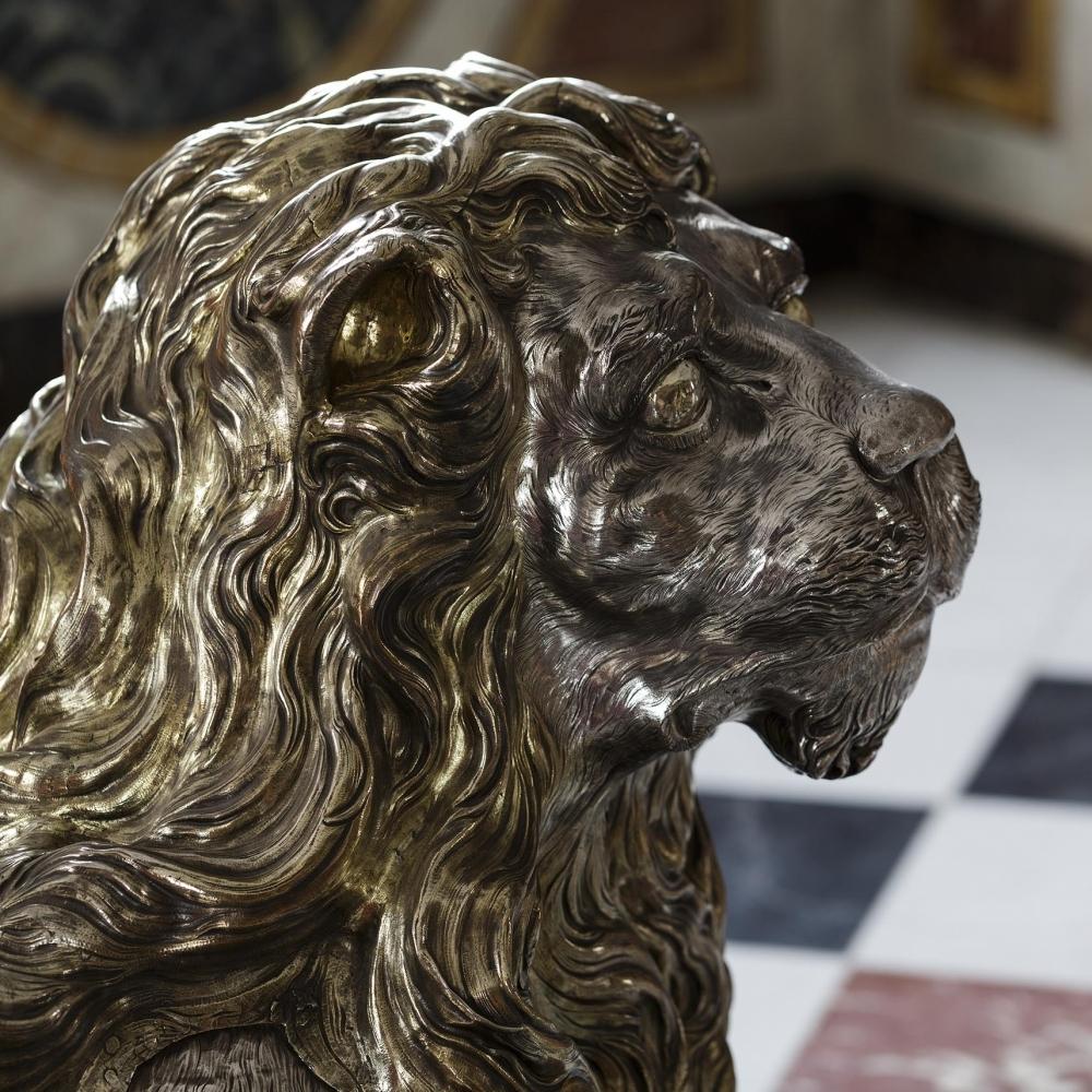 3 zilveren leeuwen (1665-1670) beschermen de koningstroon in Slot Rosenborg in Kopenhagen