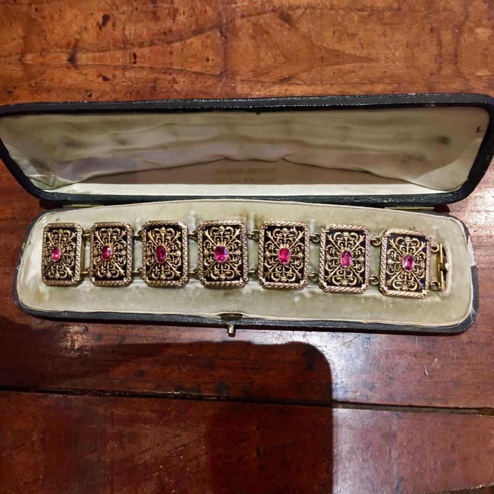 Een armband in goud, zilver en onedel metaal door Jules Wièse in origineel etui