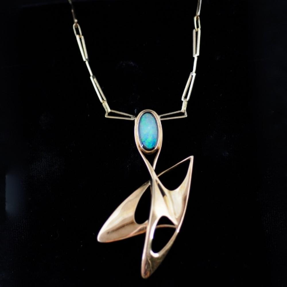 Hanger met opaal door Ab Wouters