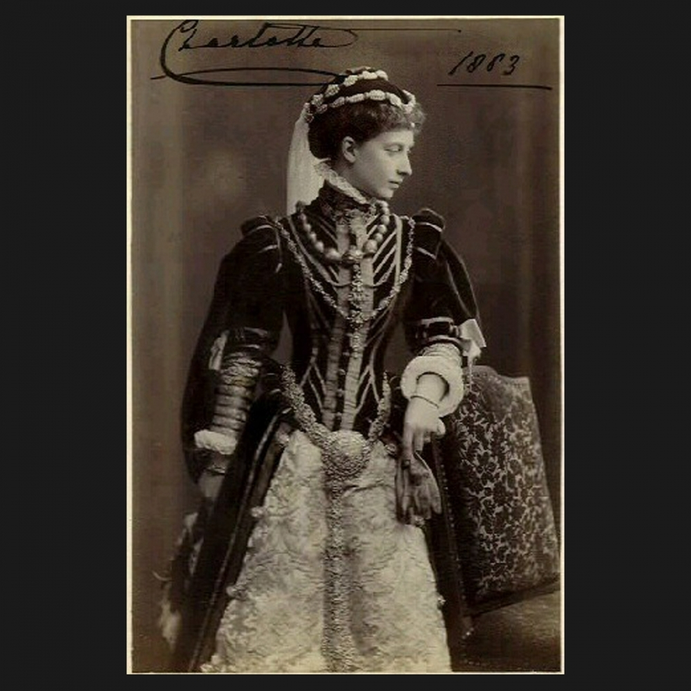 Op deze foto, gedateerd 1883, is prinses Charlotte van Pruisen te zien.