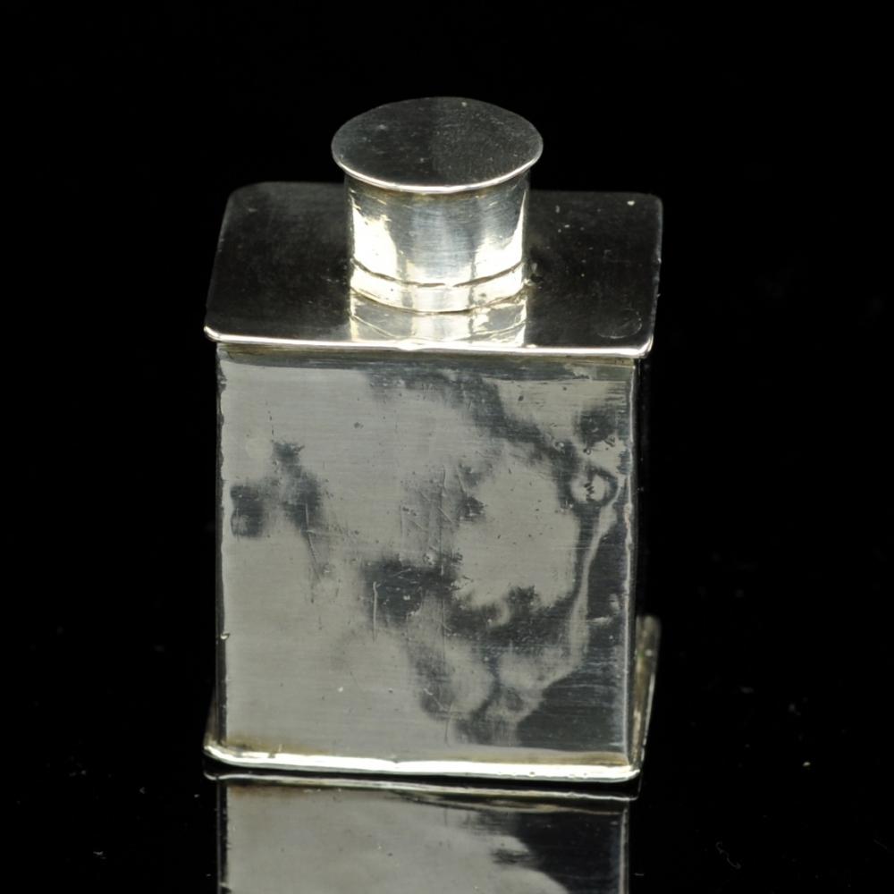 Miniatuur zilveren theebus