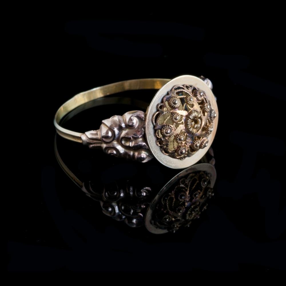 Antieke ring (cantillewerk)