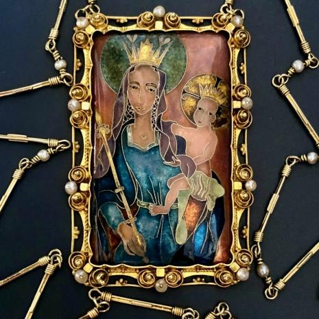 Pendant in painted enamel