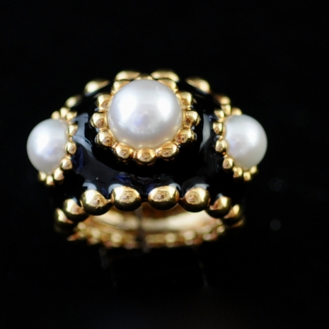 Pearl and enamel ring