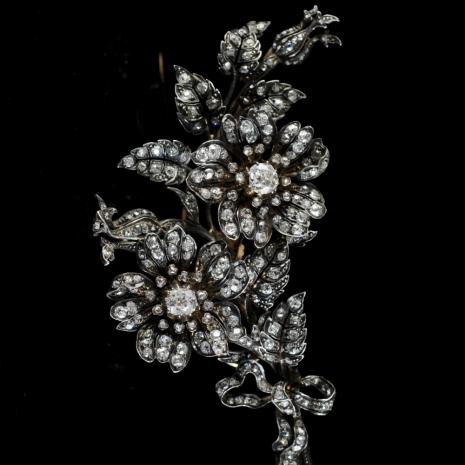 Large en tremblant flower brooch