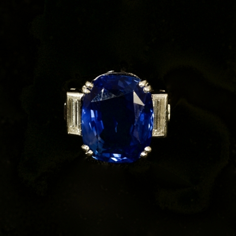 Ring with Ceylon sapphire
