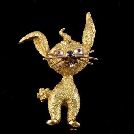 Whimsical 18K rabbit brooch.