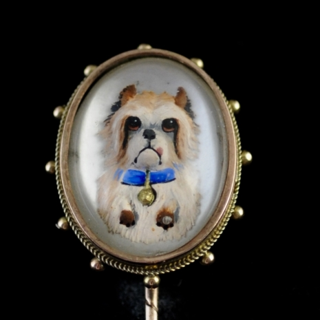 Rock crystal stickpin with Maltezer dog (Essex crystal)
