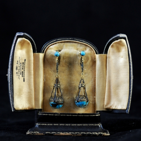 Artisinal pair of turquoise earrings