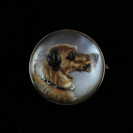 Rock crystal brooch with dachshund (Essex crystal)