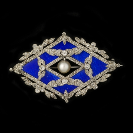 Garland style brooch