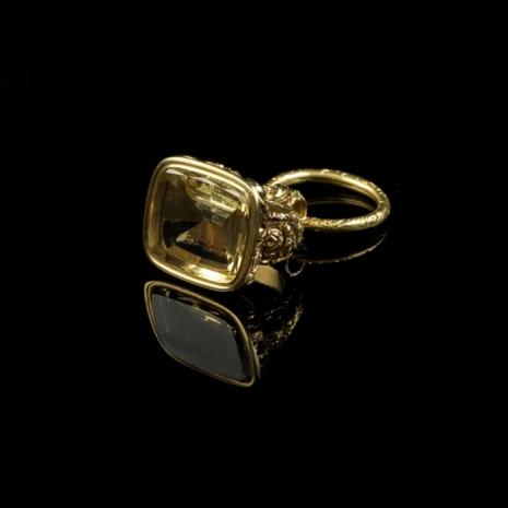 antique gold brelocque