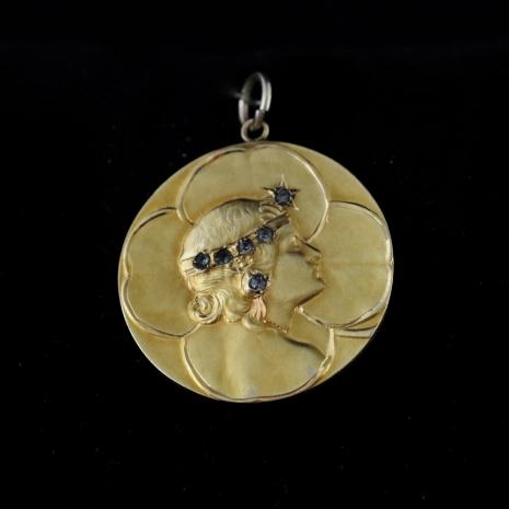 Art Nouveau Medaille Bijou