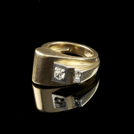 Gold and diamond 1940s ring