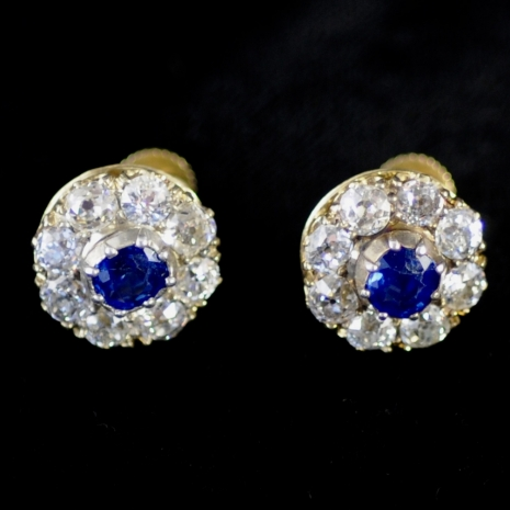 Earstuds with diamond and sapphire