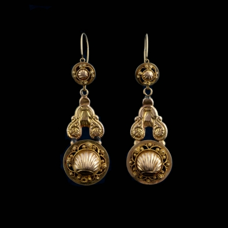 Antique gold earrings with hands and schell